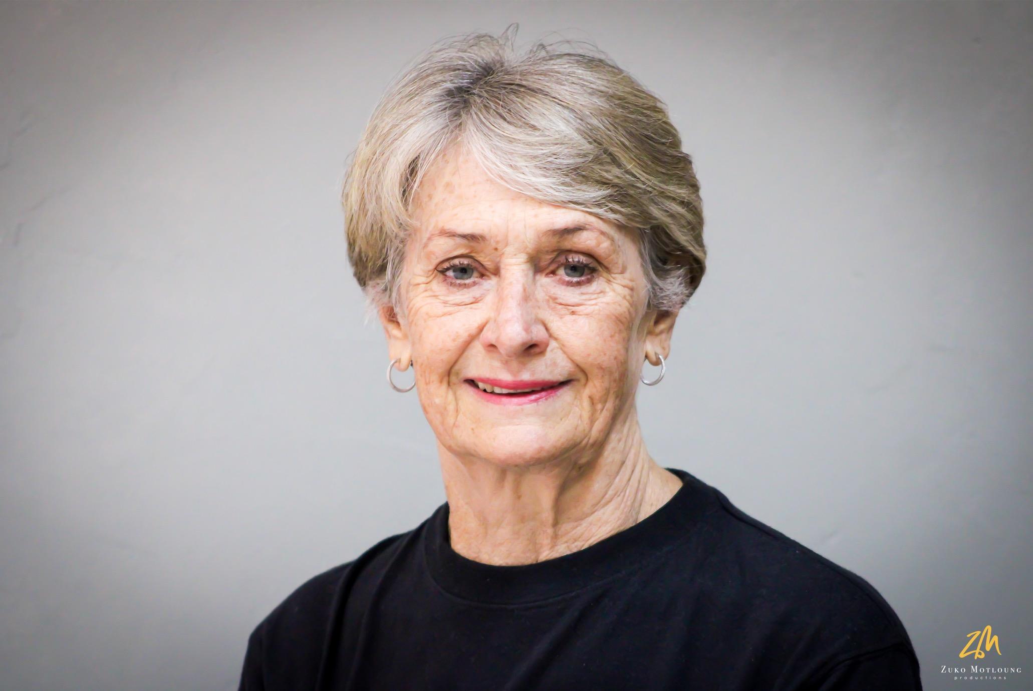 Mrs Denise Visser